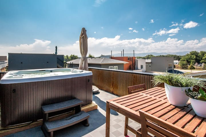Rooftop patio with hot tub and views of Longs Peak!