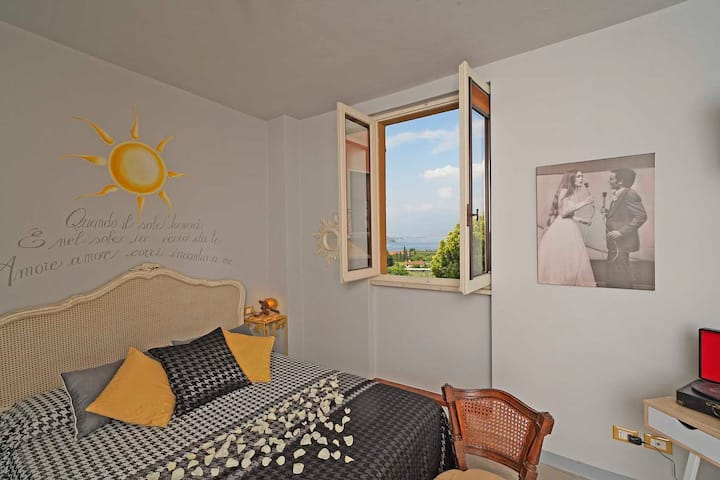 Nuovo Appartamento nel Borgo* a  2 km dal lago