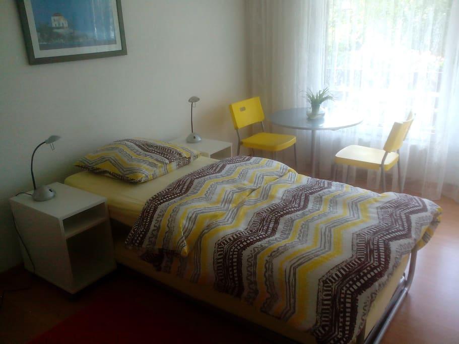 Bequeme Betten für 2 Personen verfügbar (Bild: 1 Personen-Bett)