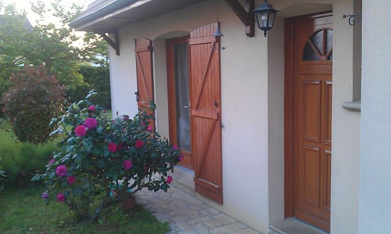 Maison avec grand jardin à 3kms du circuit des 24H - Moncé-en-Belin - Rumah