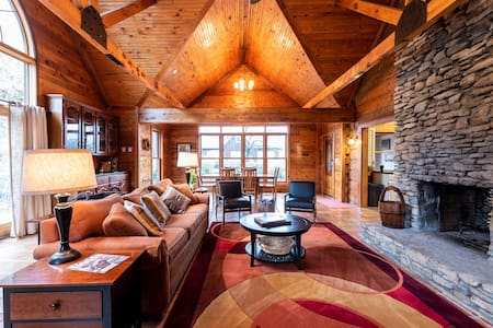 Beautiful Cabin on Horse Farm ★ SLEEPS 14+ ★  Social Distance Right Outside Louisville ★ Perfect for Bourbon Trail Visitors