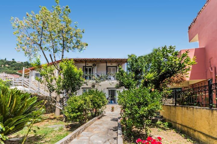 Irini Studio #1 in the centre of Agios Gordios