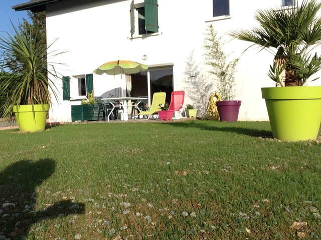 appart T2  avec jardin et terrasse