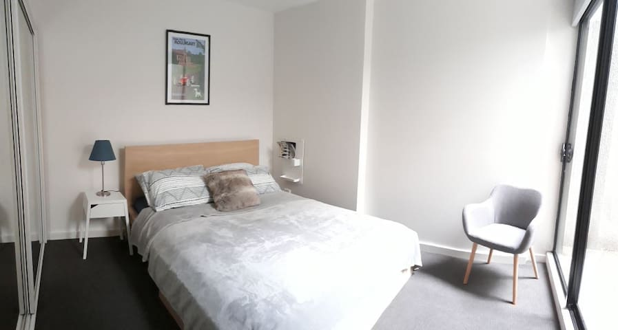 Comfortable room in Carlton, walk to CBD/Fitzroy