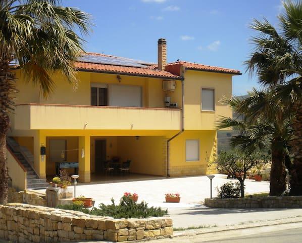 Arbaria per vacanza in Sicilia - Buseto Palizzolo - Departamento