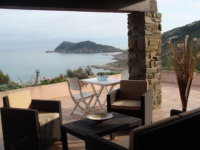 Villa avec  vue exceptionnelle sur Cap Taillat
