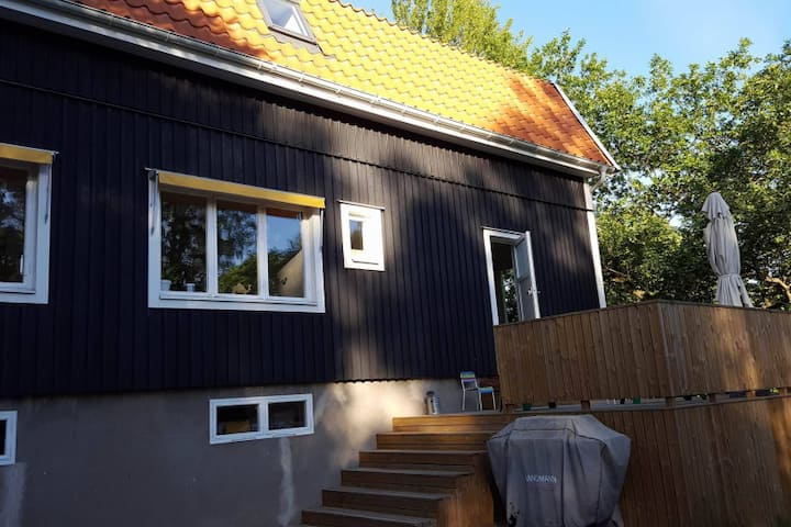 Nice and big family villa, 15 min to Stockholm