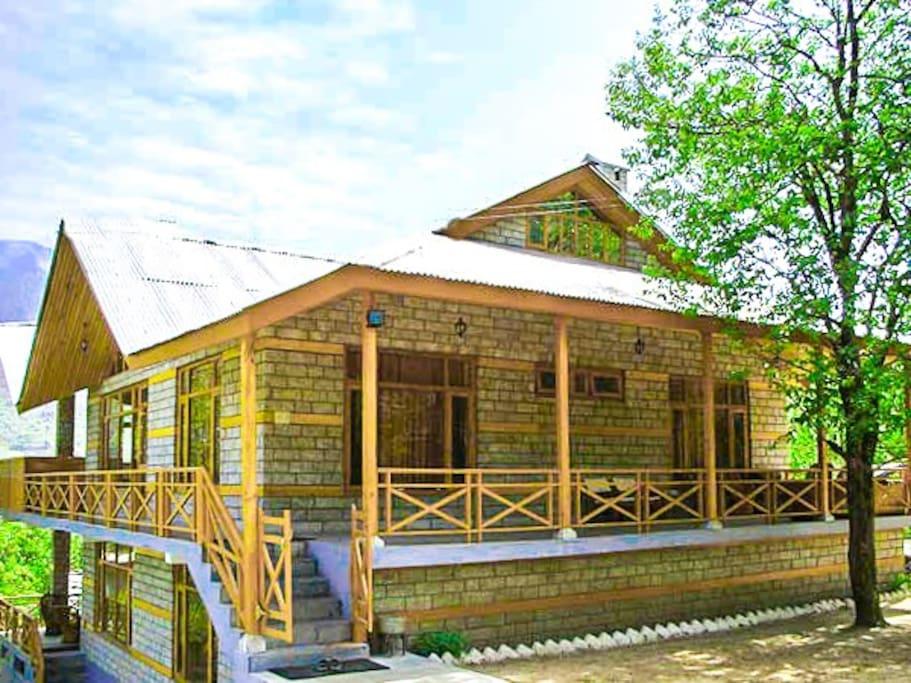 Seasons take pride in showering their best at this Manali homestay