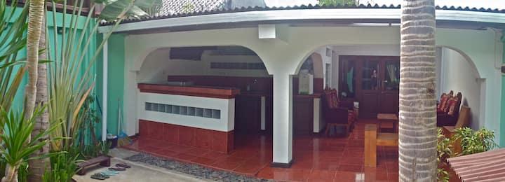 Sanur , petite maison au calme , très bien située.
