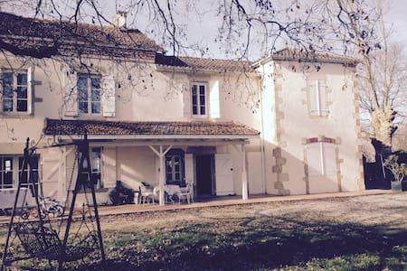 Grande et charmante maison familiale - Mugron - Hus