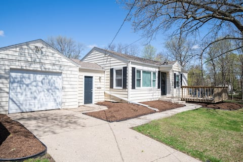 Peoria Heights - Brand new to AirBNB, this is it!
