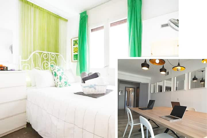 Co-working office & cute double bedroom No4