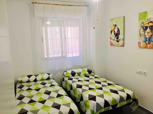 Dormitorio doble. Dos camas de 90x190cm