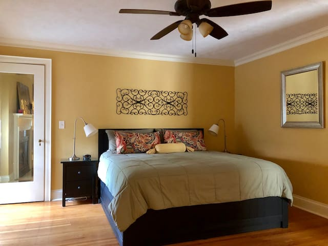 Master Bedroom with split King (2 twins)
