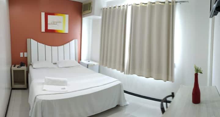 Suite dentro de hotel no centro da cidade