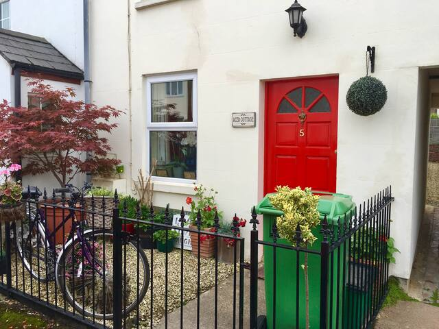 Well located Quirky 1 Bed Cottage in Cheltenham