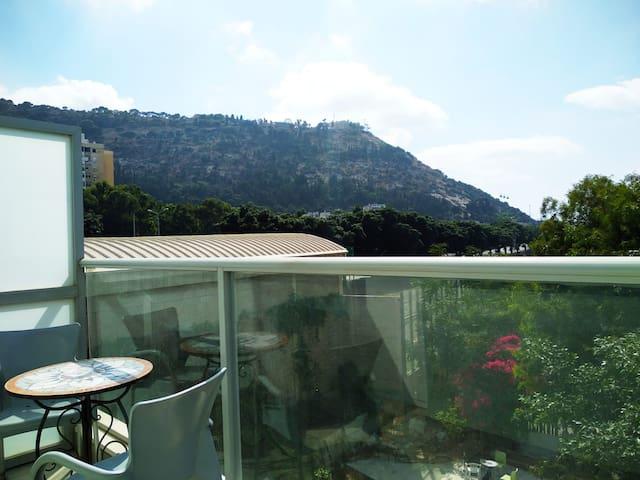 Квартира с балконом на море и видом на гору
