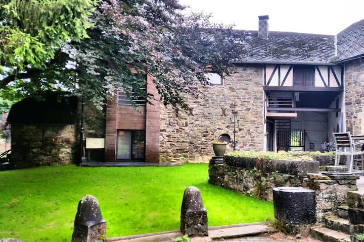 Modern and comfortably furnished apartment in a former coach house