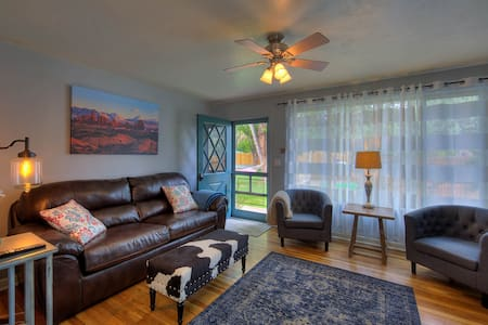 #1 WINTER DISCOUNT! Downtown, year-round hot tub! - Moab - Bungalow