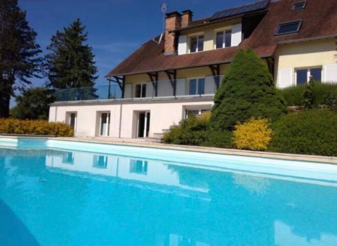 Studio privatif dans maison avec piscine