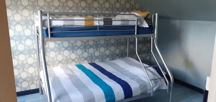 Chambre 3 places + lit parapluie au besoin