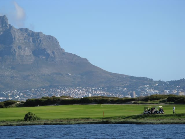 Comfortable studio 600m from beach. - Cape Town - Daire