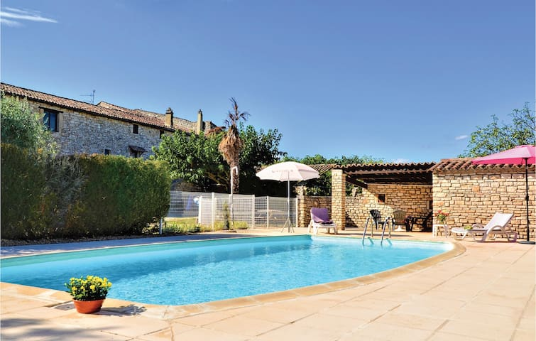 Terraced house with 2 bedrooms on 83m² in Montclus