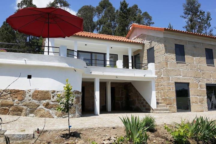 4-5 p renovated farmhouse with airco. Terraces. Mountainviews.