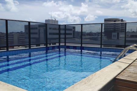 Ótimo apartamento na Jatiúca à 2 quadras da praia