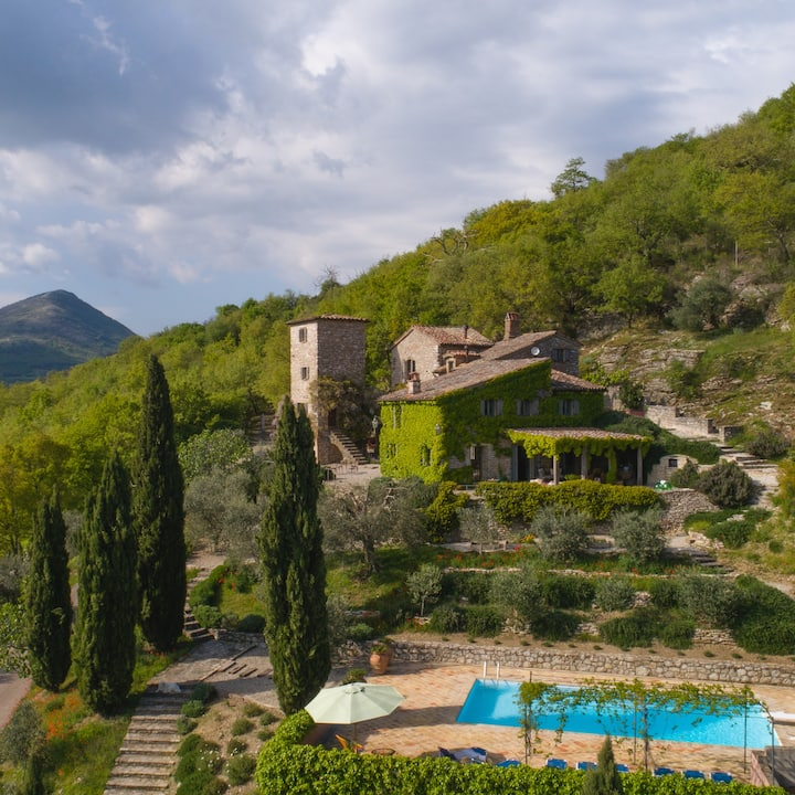 Umbria Farm House with Tower and Pool