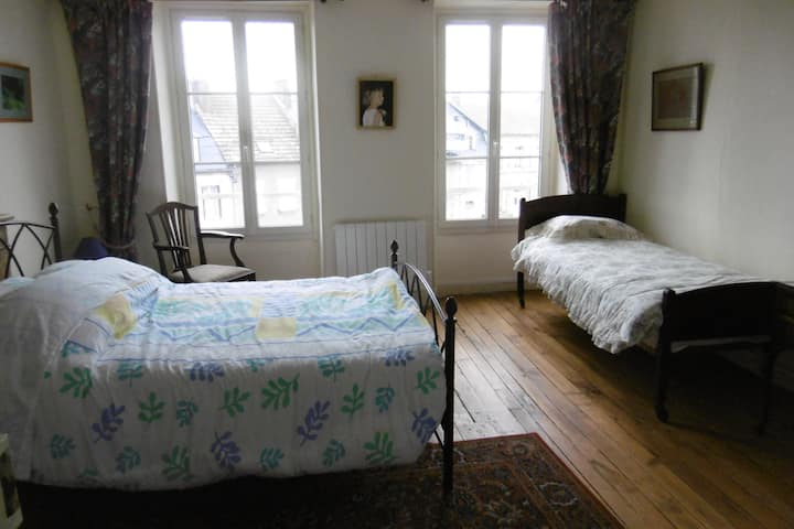 Spacious Apartment near Gueret, 2nd floor sleeps 5