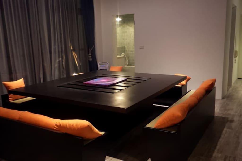 一起分享旅遊點滴的大桌子