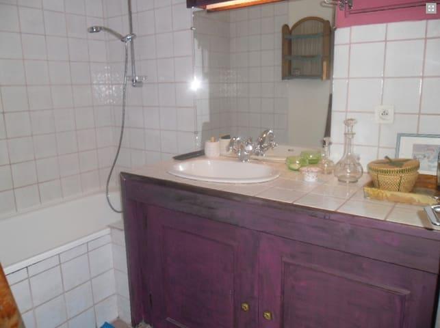 Salle de bain (WC séparés)