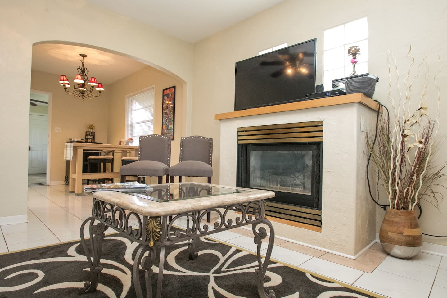 Living room , plenty of room for TV viewing or just reading about your next St Pete adventure.