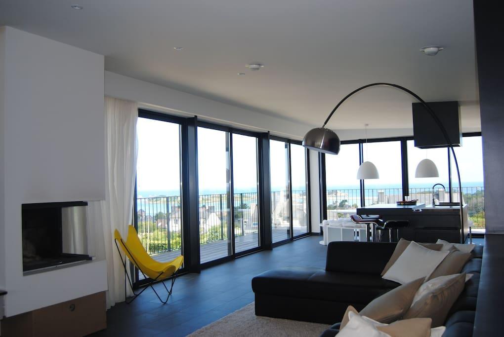 Le deuxième étage est réservé a la piece de vie de 100 m2: Open-space, salon, salle à manger, cuisine américaine