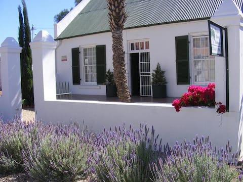 Pepper Tree Cottage - 2 bedroom Cottage