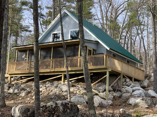 Rocky Haven: Tranquil Lakeside Cottage Near Acadia