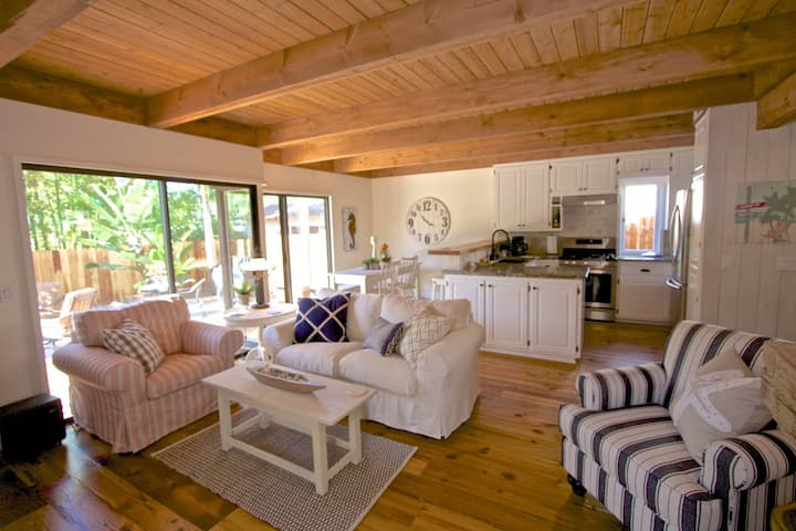Bluebird Beach Cottage at Laguna Beach - walk to beach and town!