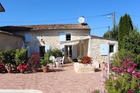 Petite  maison à la campagne - Thaims - House