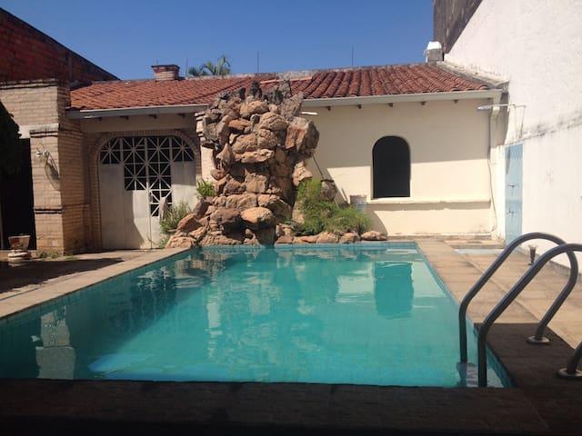 Habitación Doble con Piscina! - Fernando de la Mora