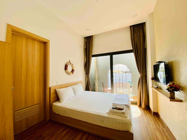 Queen Room City View-Near Train/Airport Bus St