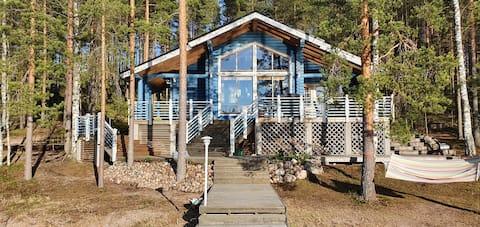 Saimaa gölü kenarında 60 metrekarelik tatil kütük evi.