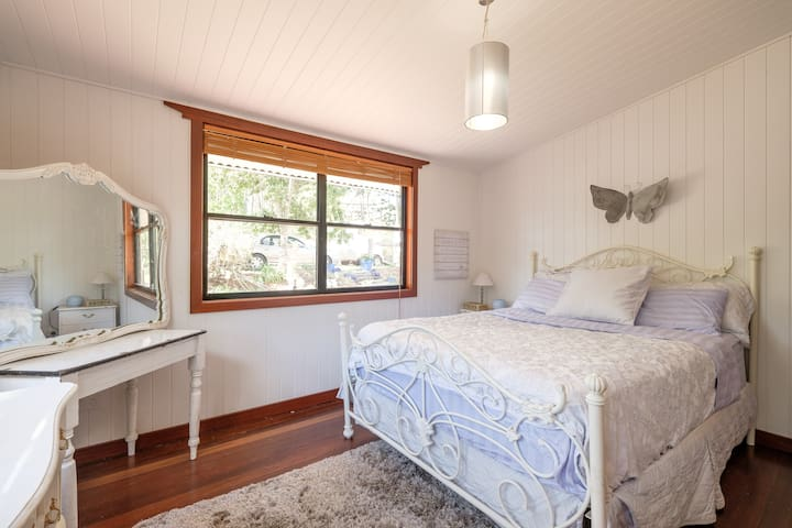 Sophisticated Farmstay Bedroom just 10km from city - Brookfield - Cabin
