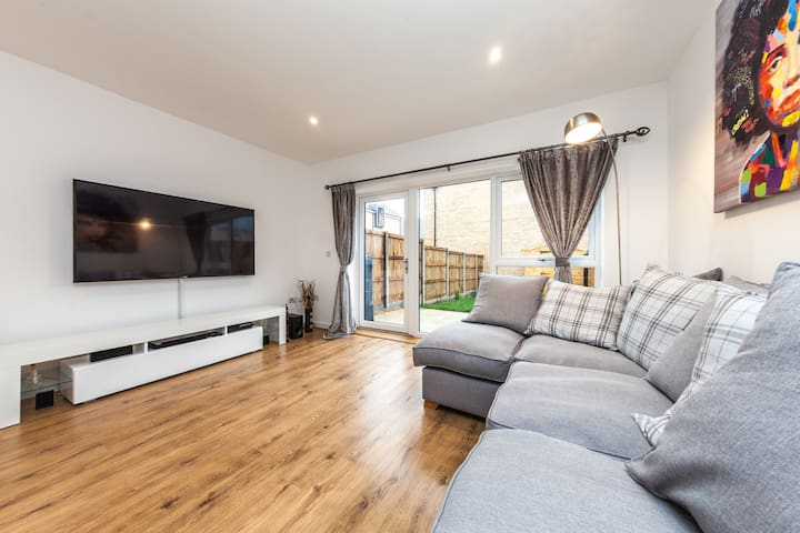 Luxury 2 Bed House with Study & Garden in London - Londen - Huis