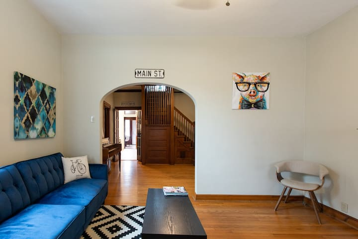 PRIME LOCATION! Historic house. Free parking/WiFi