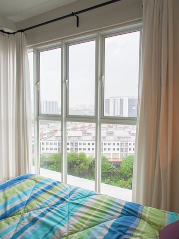 Cosy room with private bathroom & near LRT