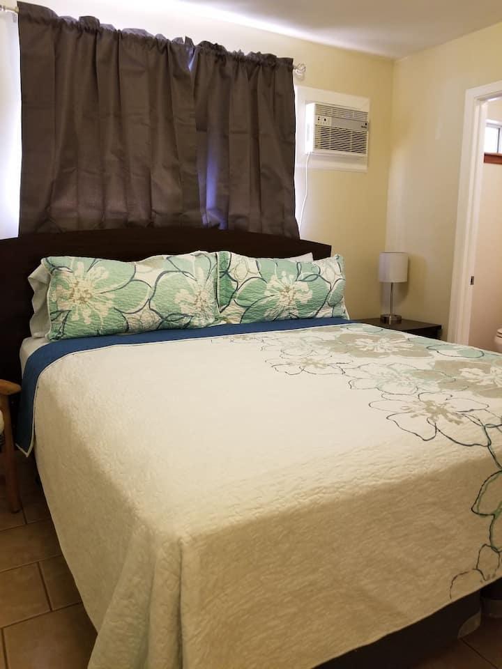 Tama's Hale Rental: Nai'a - Master bedroom/bath