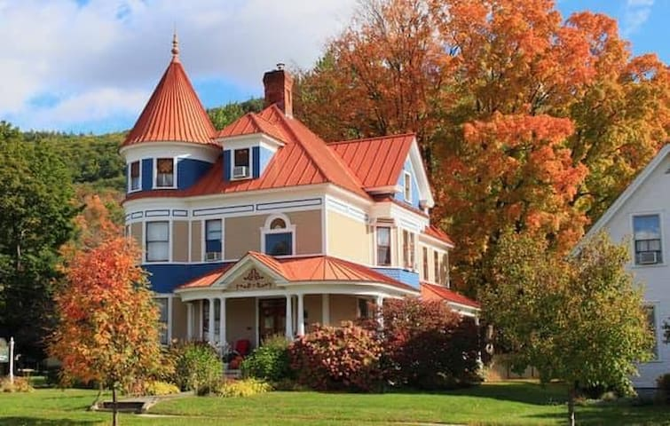 The Lawrence House B&B: The Middlebury Room