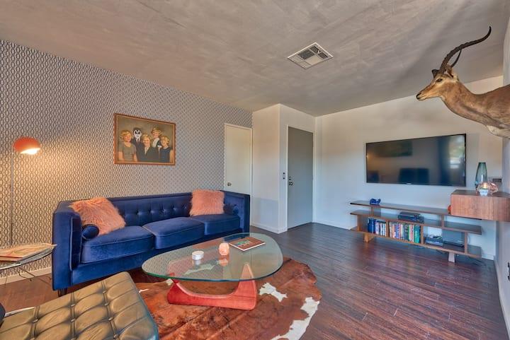 Stylish, top-floor condo with views
