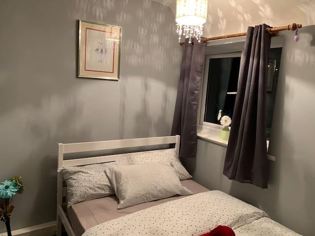Cheap double bedroom, Near City Hospital & Buses